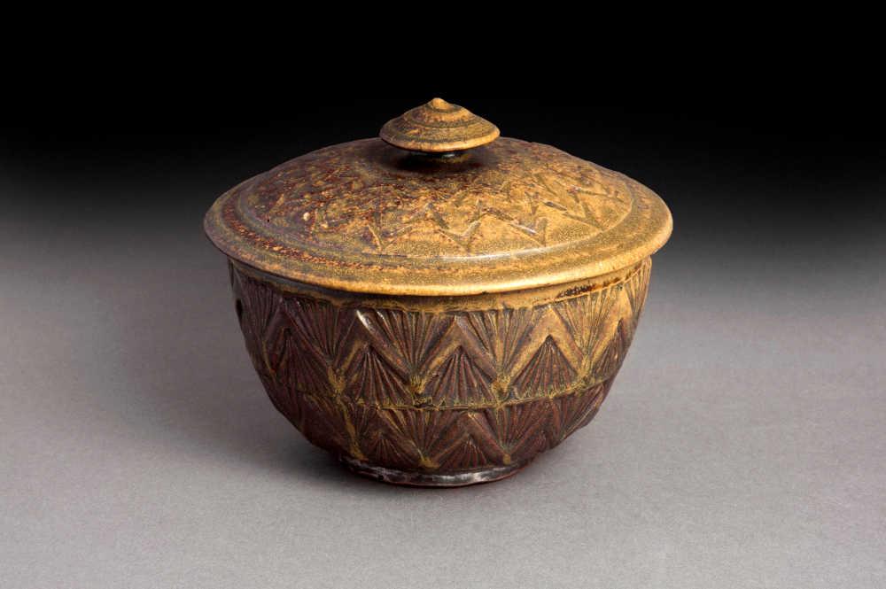 Rick McKinney's lidded bowl Stm-006
